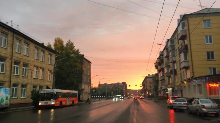 Красноярцев восхитил невероятно красивый рассвет над городом