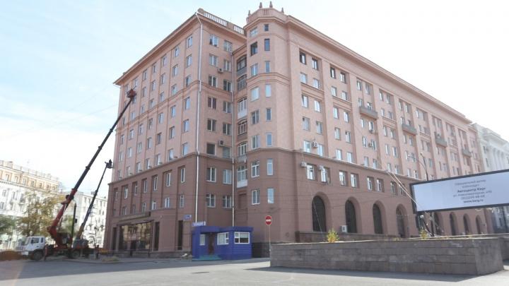 Дому на площади Революции в Челябинске добавили новый цвет