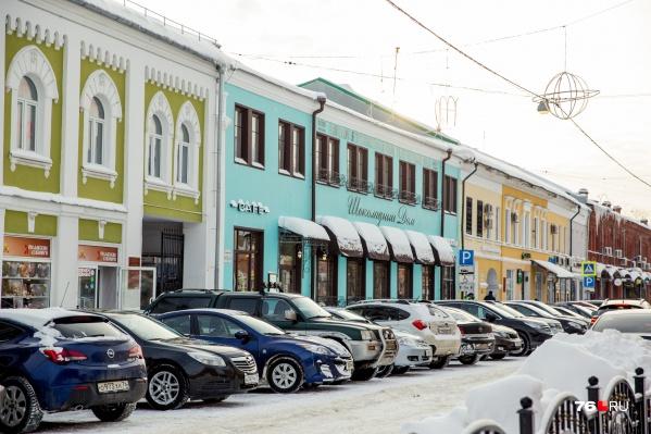 Власти потребовали собственника перекрасить здание