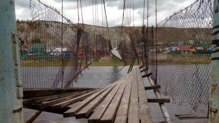 Что натворил ураган в Башкирии: собрали фотографии поваленных деревьев, разрушенных крыш и машин