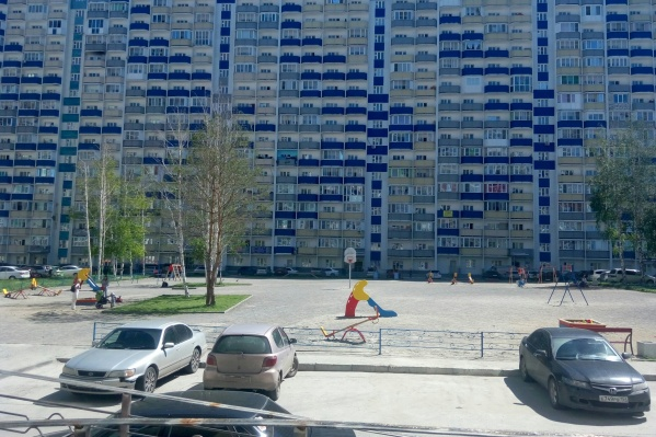 Драка произошла на детской площадке на улице Одоевского