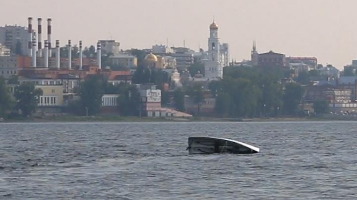 В Самаре во время парусной регаты перевернулась яхта