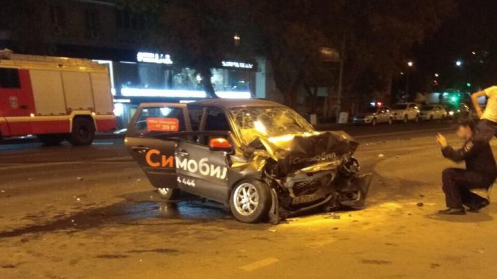 «Такси всмятку»: пьяный водитель спровоцировал смертельное ДТП в Постниковом овраге