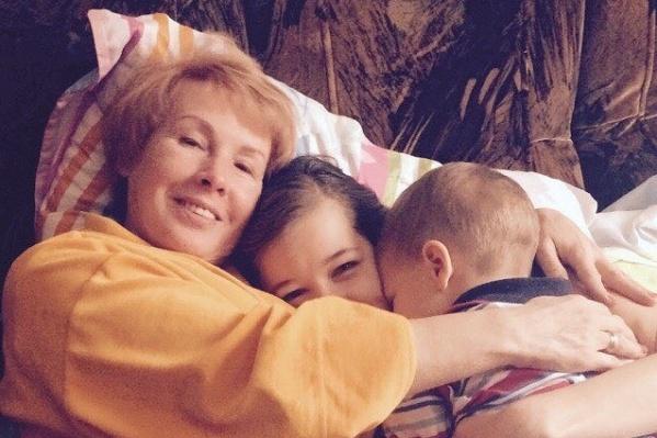 Мама Катерины Шпицы всегда рядом с актрисой и ее сыном Германом
