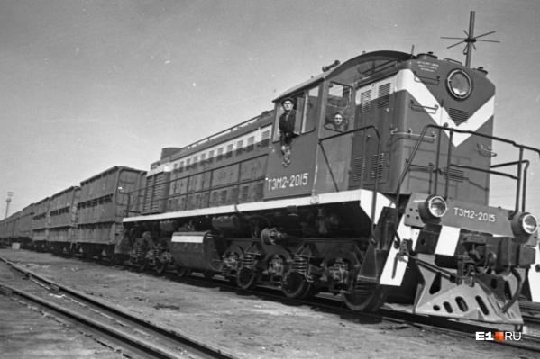Машинисты-уралмашевцы на новом маневровом локомотиве