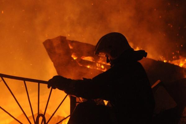 Эксперты предполагают, что пожар мог начаться с веранды