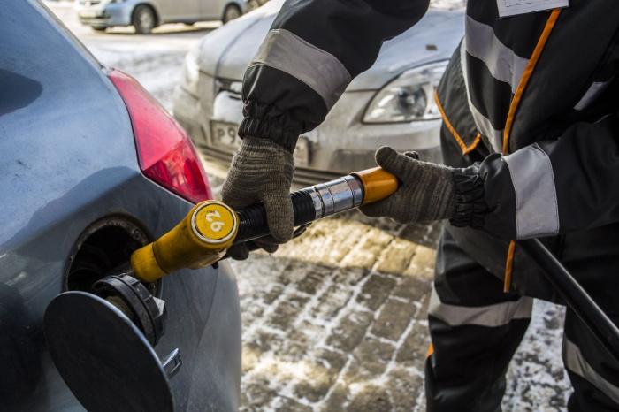 В Новосибирске произошло три скачка цен на топливо —сразу по несколько копеек за литр