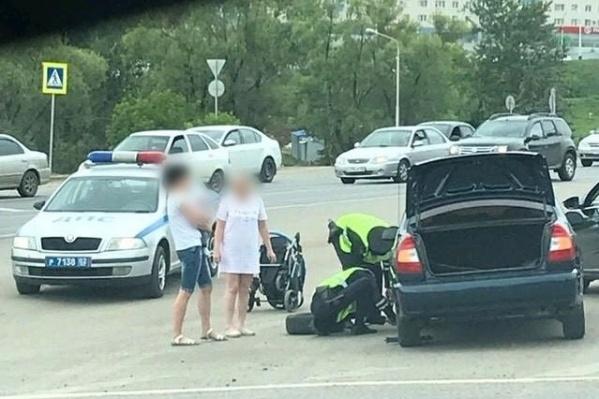 Автовладельцы похвалили людей в погонах за то, что не оставили женщину в трудной ситуации
