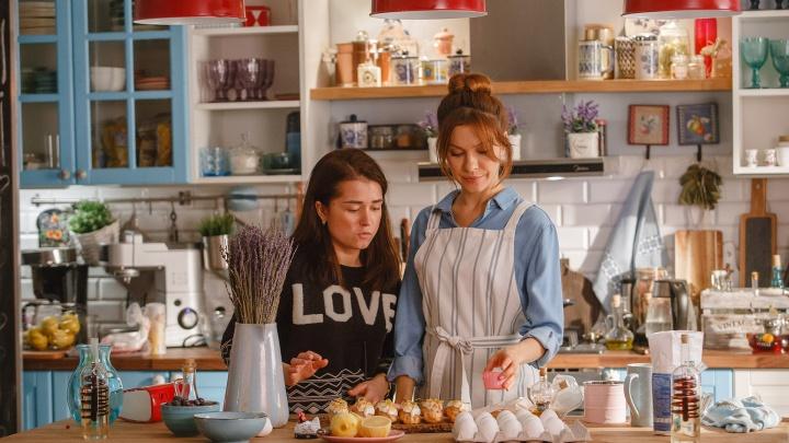 Много крема и юмора: рассказываем, как на телеканале «Супер» замесили сериал про любовь и торты