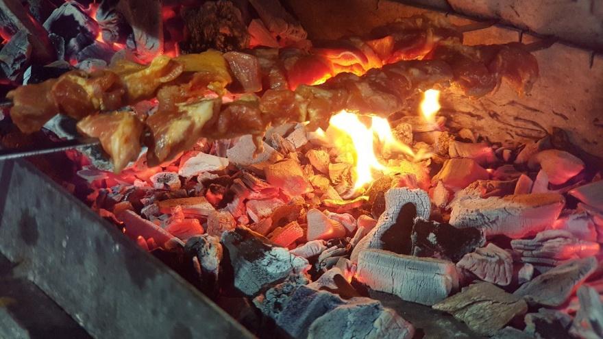Кафе MaxGRILL в Кургане запретили готовить в помещении на углях