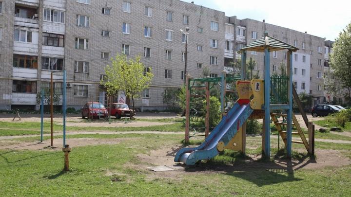 Сносить не будут, но и чинить не станут: у властей не нашлось денег на придомовые детские городки