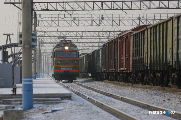 Железнодорожный переезд — единственная дорога с южного района города