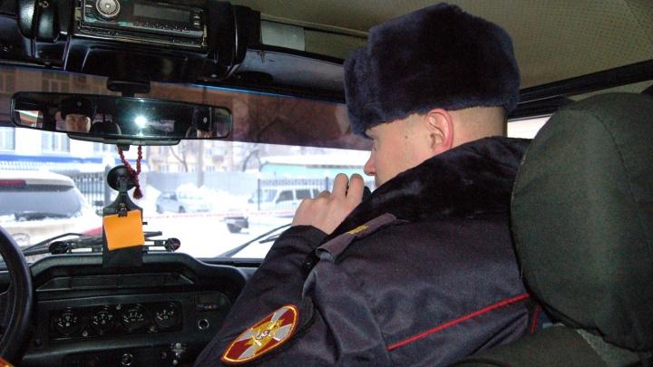 В Невьянске двое пассажиров ударили таксиста по голове и забрали у него сумку
