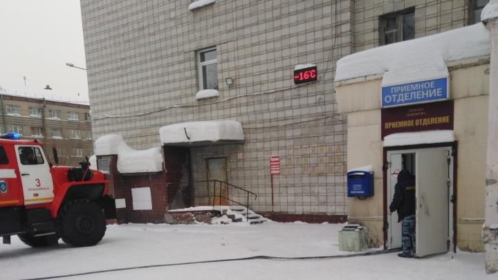 В больнице скорой помощи в Октябрьском районе загорелась палата