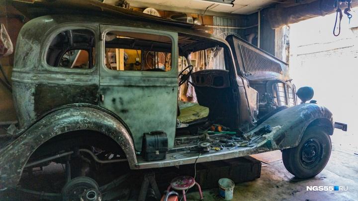 Омич обменял старый трактор на «воронок» 1939 года