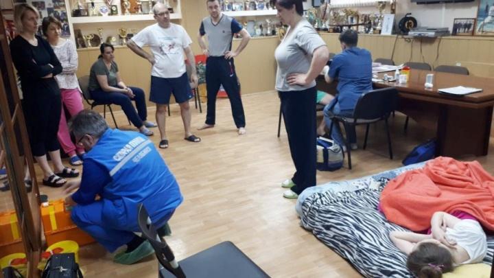 Из челябинской спортшколы «Конас» на скорой увезли двух участников голодовки