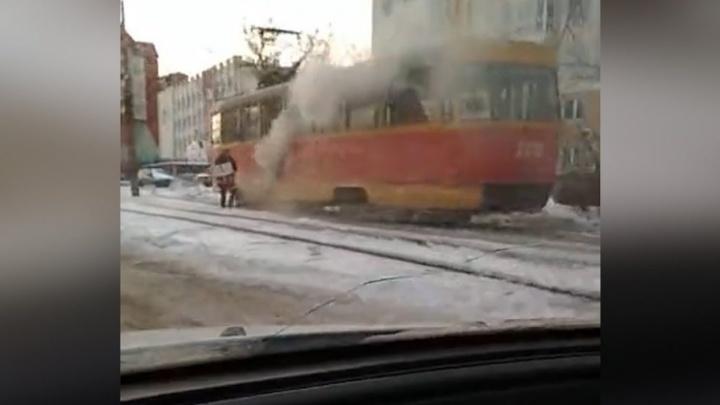 В Уфе на ходу задымился трамвай