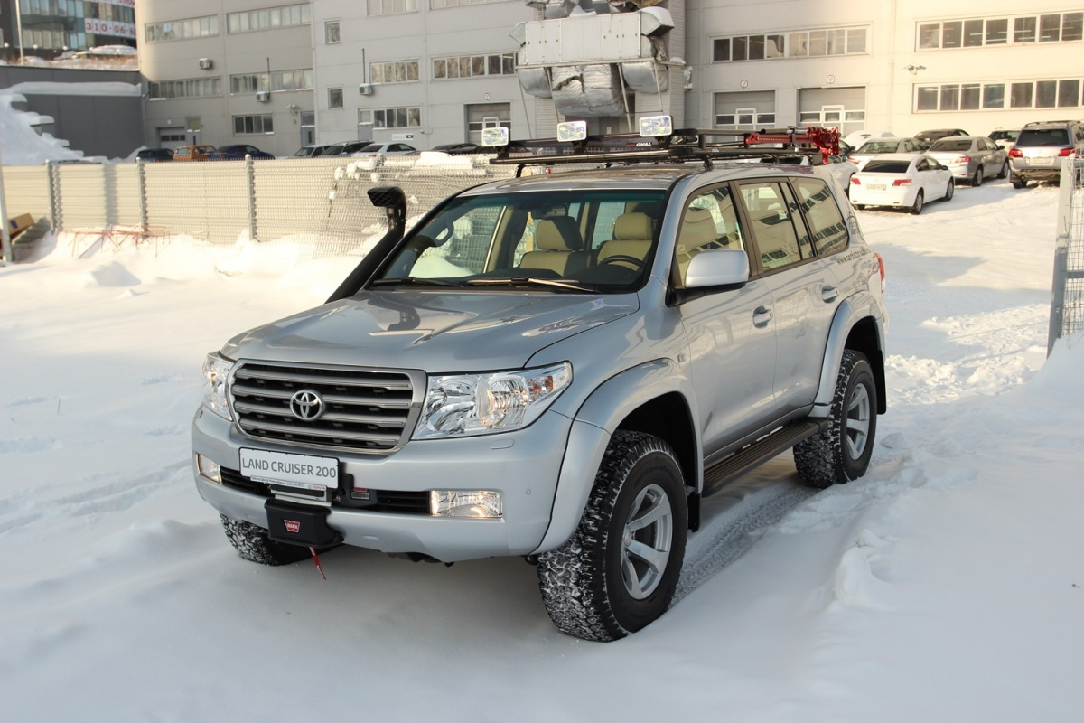 Стоимость новогоLand Cruiser 200 составляет 4–6 миллионов рублей