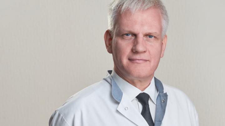 «Надо замотивировать людей на общение с медиками»: главврач краевой попросил совета