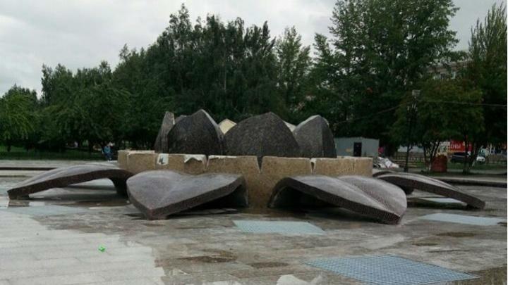 За ремонт копейского фонтана, который проверили силовики, наказали главу управления строительства