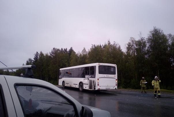 «Заднюю часть занесло»: под Новодвинском рейсовый автобус врезался в МАЗ