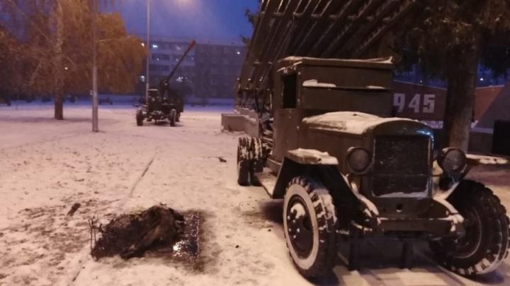 В Башкирии загорелась машина времен Великой Отечественной войны