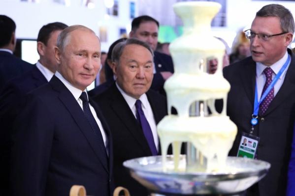 В прошлом году Владимир Путин и Нурсултан Назарбаев смотрели на фонтан из сгущёнки. Что приготовят для президентов России и Казахстана в этот раз?