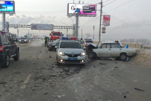 Авария произошла сегодня утром — это было лобовое столкновение