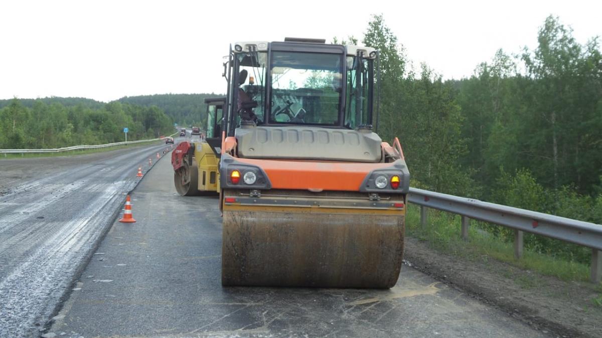 На Серовском тракте столкнулись цементовозы, один из них раздавил припаркованную рядом Nexia