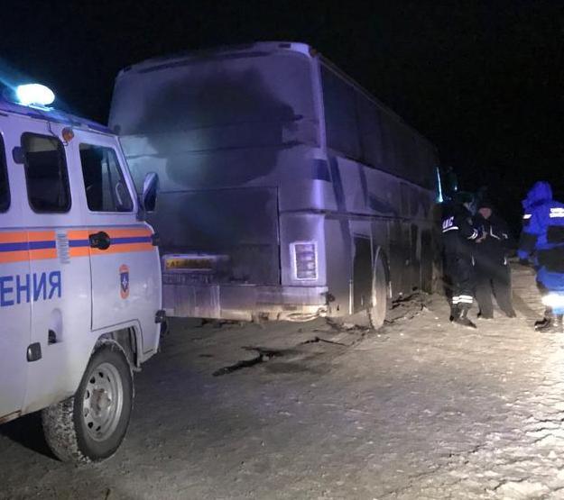 Полиция и спасатели пытались исправить поломку, но нужны были запчасти