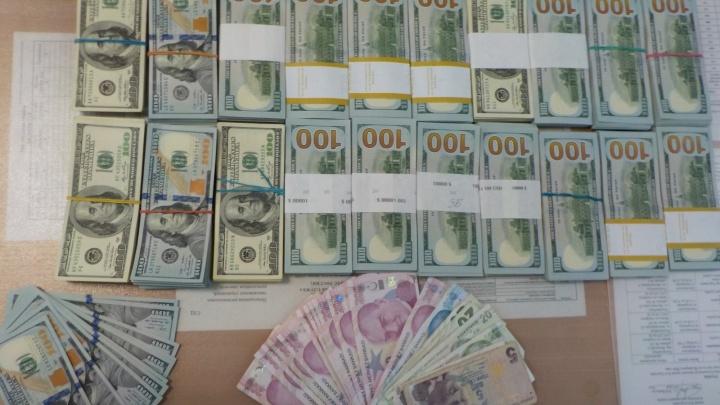 В Кольцово задержали пассажира, который пытался вывезти в Стамбул 12 миллионов рублей