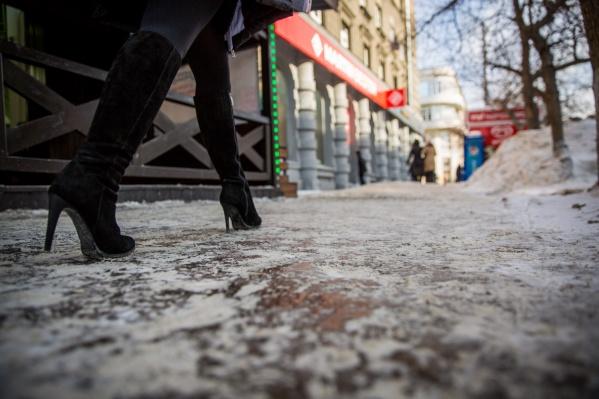 Обледенелые тротуары в Новосибирске