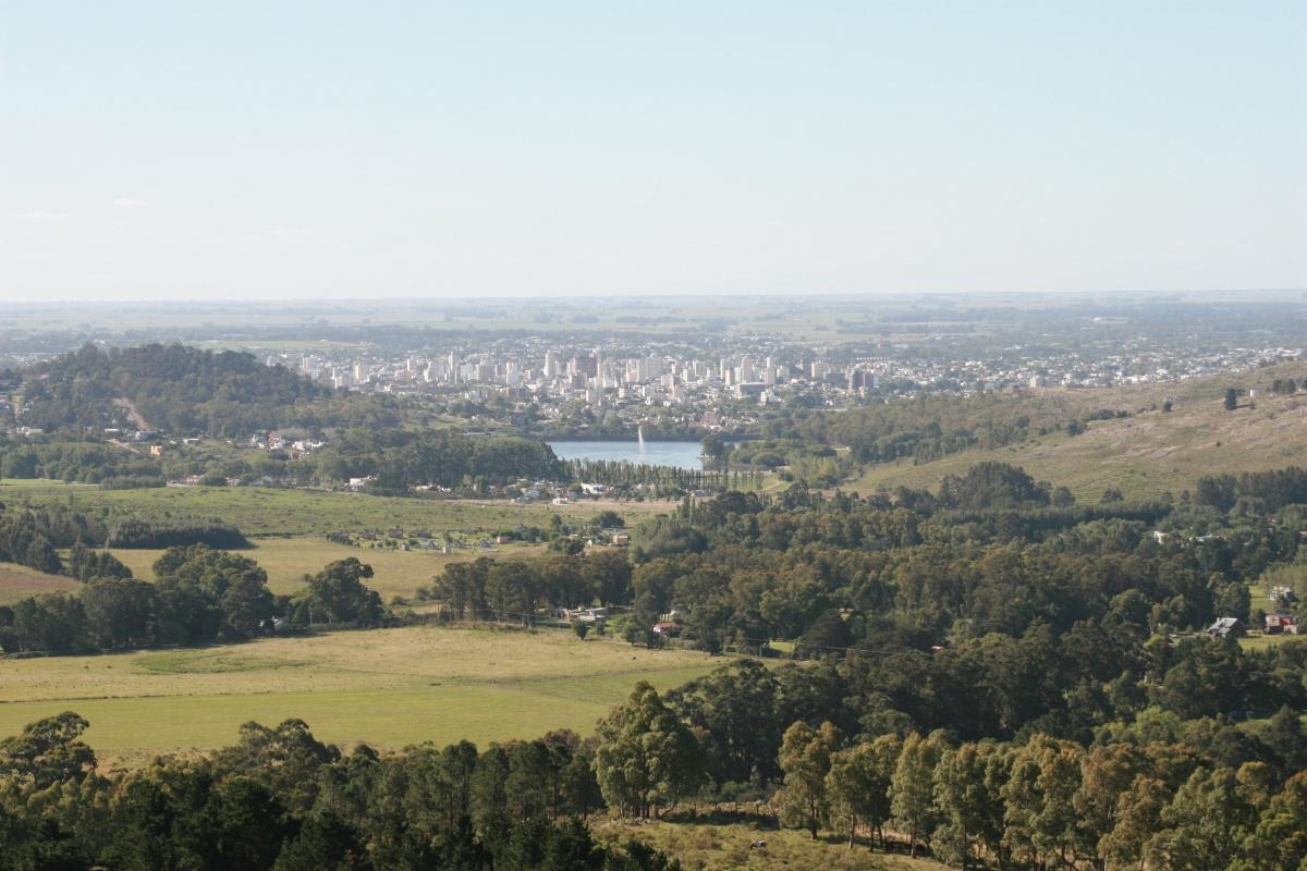Вид на Тандиль с холмов. В городе живёт около 120 тысяч человек