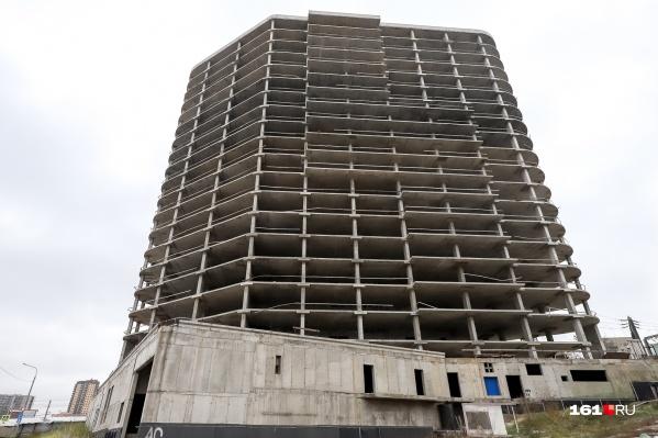 Строительство здания в центре Ростова забросили семь лет назад