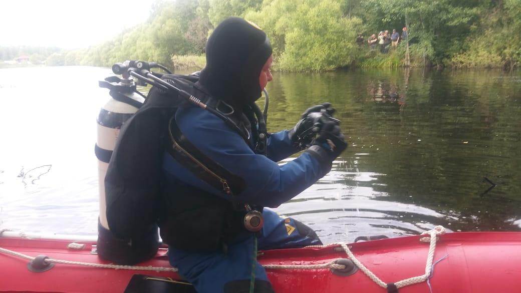 Сейчас водолазы продолжают обследовать водоёмы возле деревни Степановка, где пропала Зарина