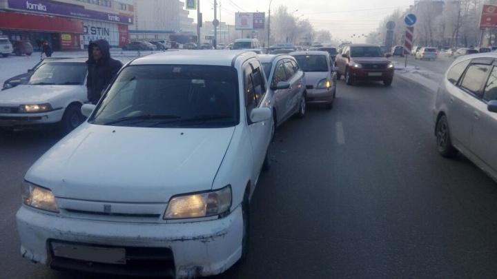 «Паровозик» на Немировича-Данченко: четыре автомобиля встали в центре дороги