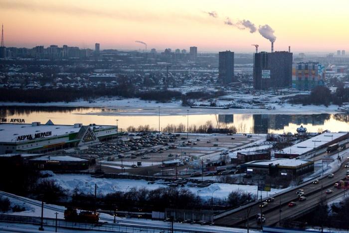 Новосибирец хотел купить пистолеты Макарова на парковке ТЦ около въезда на Димитровский мост