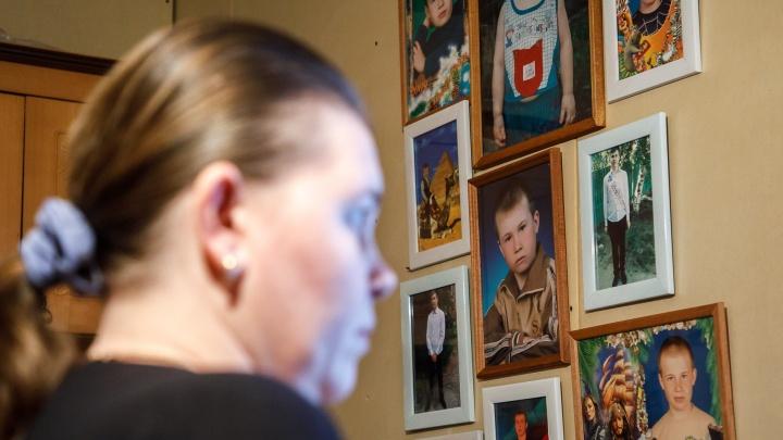 «Твоя жизнь разделилась на до и после»: 17-летнего волгоградца посадили за интимные фото девочки