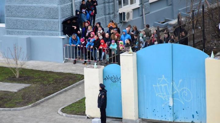 «Вы забыли, что парад для людей?»: екатеринбуржцы возмущены тем, что не смогли увидеть технику 9 мая