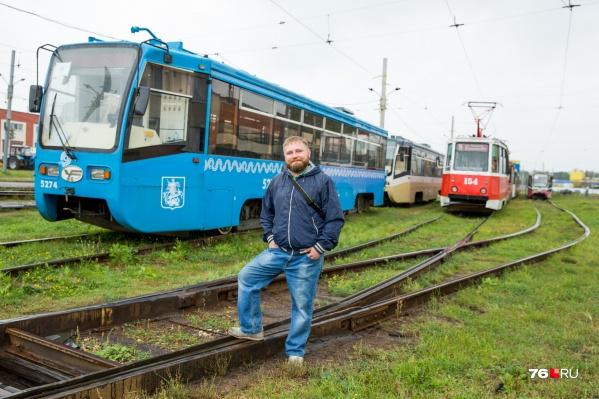 Мы сравнили привезённые из Москвы вагоны с нашими красными и кофейными — по состоянию они оказались средними