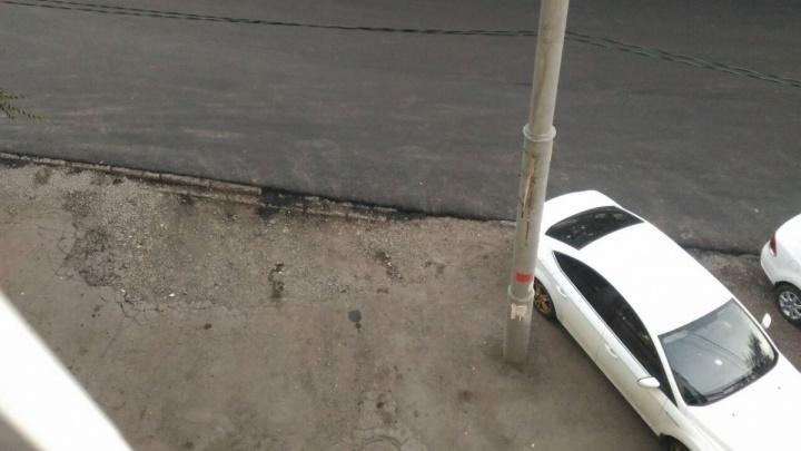 Закатанные в асфальт ливневки на Бакинской обследовали строители и инженеры
