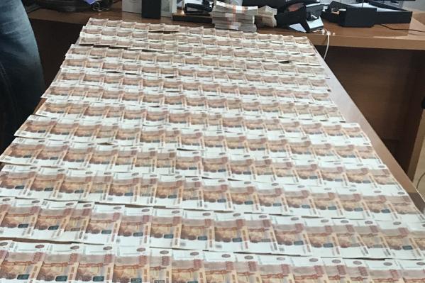 Предполагаемого мошенника поймали при получении нескольких миллионов рублей