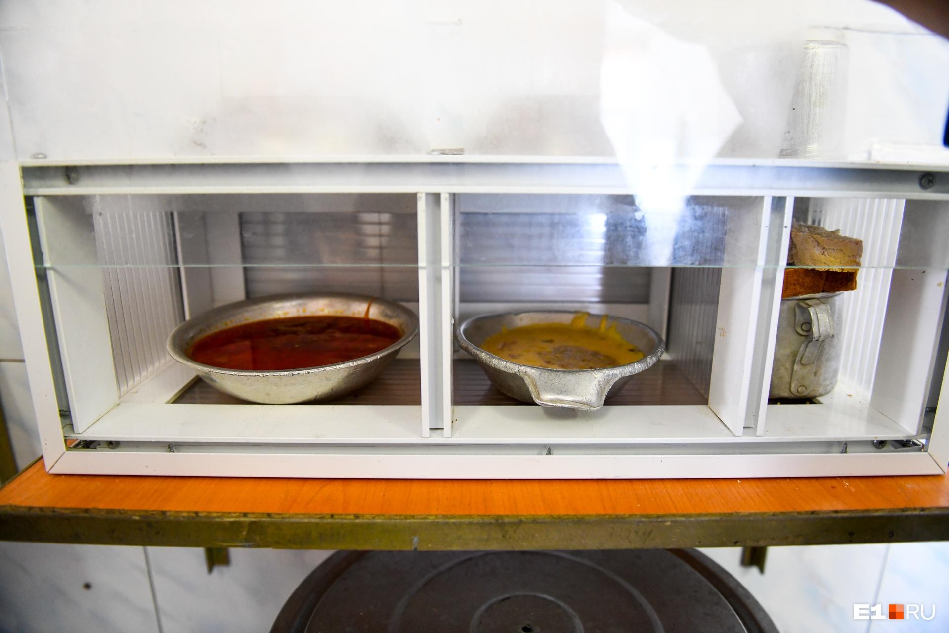 Еду готовят сами заключенные