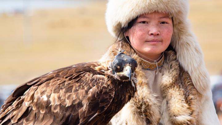 Новосибирский фотограф попал на красочный фестиваль с монгольскими охотниками и беркутами