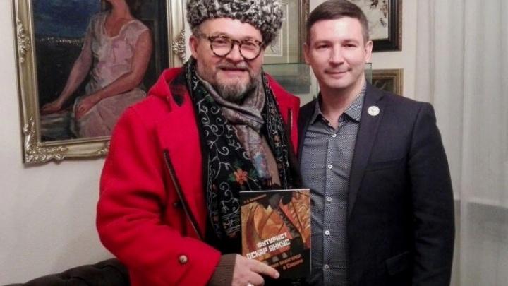 Известный московский телеведущий прочитал лекцию про секс, моду, религию и заглянул в музей