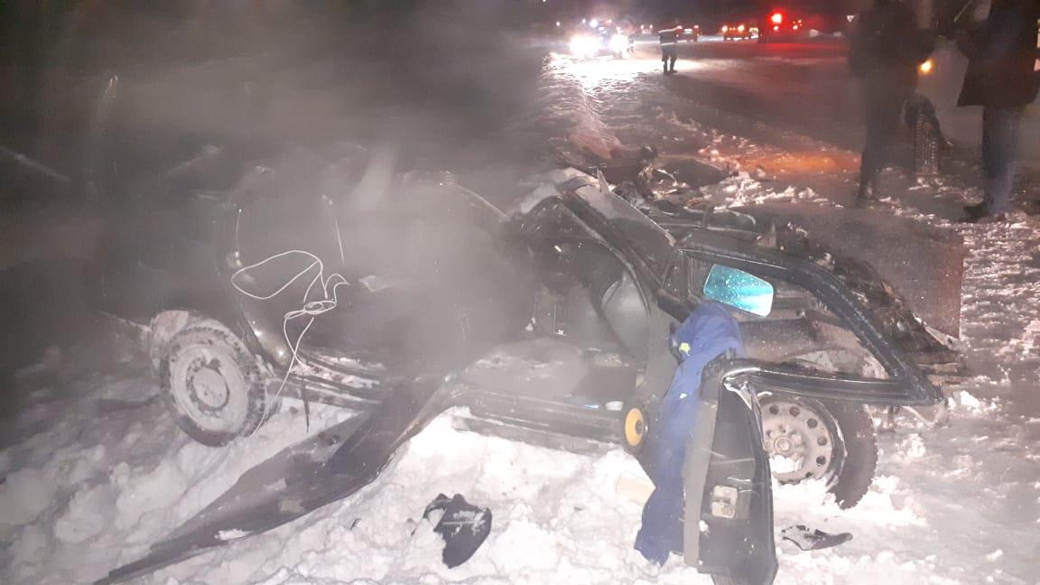 По предварительной информации, перед столкновением водитель ВАЗа выехал на встречку
