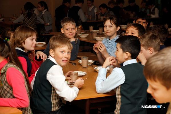 Цены на питание в школьных столовых не меняется уже четвёртый год, однако не все дети в восторге от завтраков и обедов, которые подают в школе