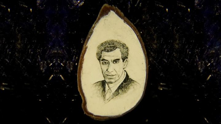 Новосибирец написал на яблочной косточке портрет ректора НЭТИ и решил избавиться от своих работ