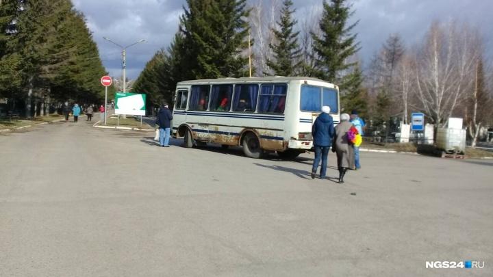 Утверждены цены на проезд в автобусах по кладбищу в Родительский день