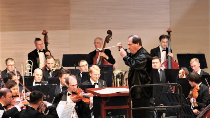 Вальсы и полонезы: в Уфе впервые выступил симфонический оркестр Павла Когана
